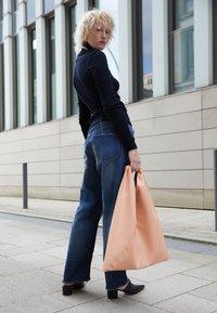 MM6 Maison Margiela - JAPANESE BAG CLASSIC - Velká kabelka - rose - 2
