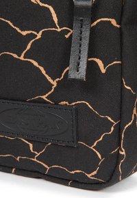 Eastpak - Across body bag - gold - 4