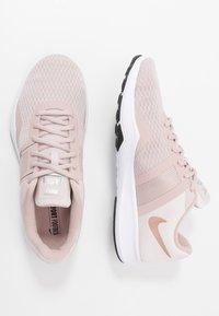 Nike Performance - CITY TRAINER 2 - Kuntoilukengät - stone mauve/metallic red bronze/barely rose/black/metallic silver/white - 1