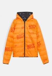 BOSS Kidswear - REVERSIBLE PUFFER JACKET - Bunda zprachového peří - black/orange - 2