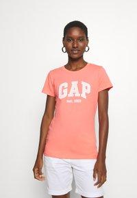 GAP - OUTLINE TEE - T-shirt z nadrukiem - pink reef - 0