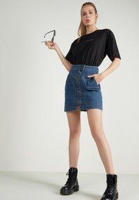 Tezenis - HOHEM BUND UND REISSVERSCHLUSS - Denim skirt - blu jeans - 1