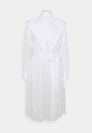 EMBROIDERED DRESS - Vestido camisero - white
