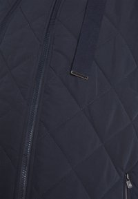 MAMALICIOUS - MLALANA 2IN1 QUILTED JACKET - Light jacket - salute - 2