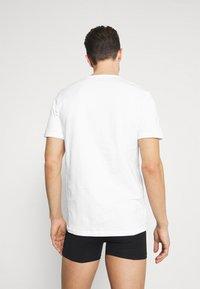 Jack & Jones - JACRAIN TEE 3 PACK - Pyžamový top - white/white/white - 2