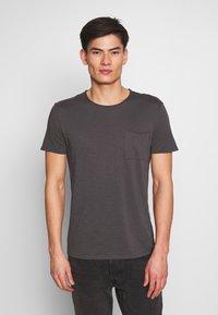 Marc O'Polo - SHORT SLEEVE ROUND NECK CHEST POCKET - T-shirt basic - gray pinstripe - 0