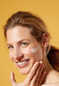 Nivea - UV FACE SHINE CONTROL CREAM - Crema solare - - - 3
