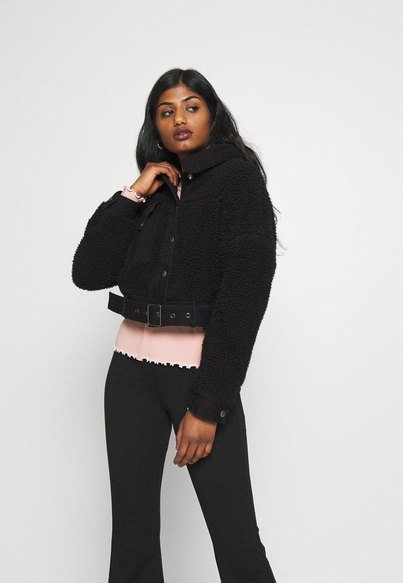 Pieces Petite - PCMAELYNN JACKET - Winter jacket - black