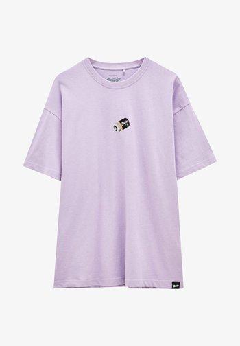 MIT STICKEREI IN VERSCHIEDENEN FARBEN - T-shirt med print - lilac