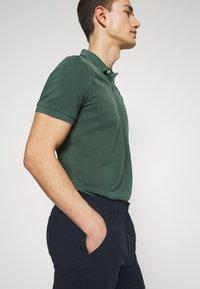 Selected Homme - SLHSTORM FLEX - Shorts - dark sapphire/mix black - 4