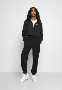 Nike Sportswear - Lett jakke - black - 1