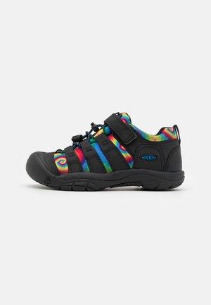 NEWPORT SHOE UNISEX - Zapatillas de senderismo - black