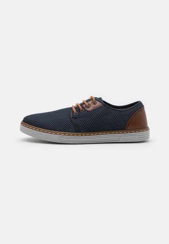 Sportieve veterschoenen - blau