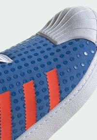 adidas Originals - ADIDAS ORIGINALS ADIDAS X LEGO - SUPERSTAR 360 - Baskets basses - blue - 7