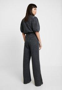 Gestuz - SIENTA - Flared jeans - vintage black - 2
