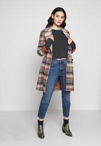 Wrangler - BOYFRIEND - Jeans relaxed fit - blue denim - 1
