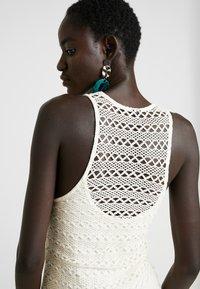 Object Tall - OBJFIKA DRESS - Vestido de tubo - gardenia - 6