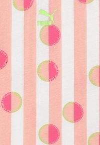 Puma - CLASSICS TEE - Print T-shirt - pink - 3