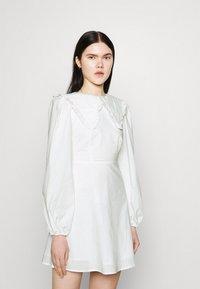 Fashion Union - TWORL DRESS - Robe d'été - white - 5