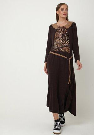 CHANTA - Jersey dress - braun