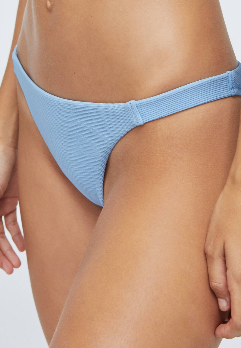 OYSHO - STRUCTURED - Bikiniunderdel - light blue