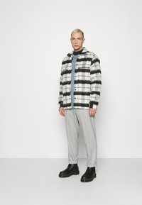 Topman - CHECK FLUFFY - Tunn jacka - black - 1