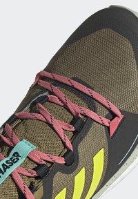 adidas Performance - TERREX SKYCHASER 2 - Hikingsko - wild moss/acid yellow/acid mint - 8