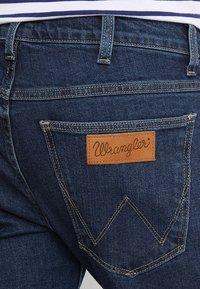 Wrangler - LARSTON - Slim fit jeans - darkstone - 5