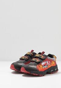 LICO - HOT - Sneakersy niskie - rot/schwarz/gelb - 2