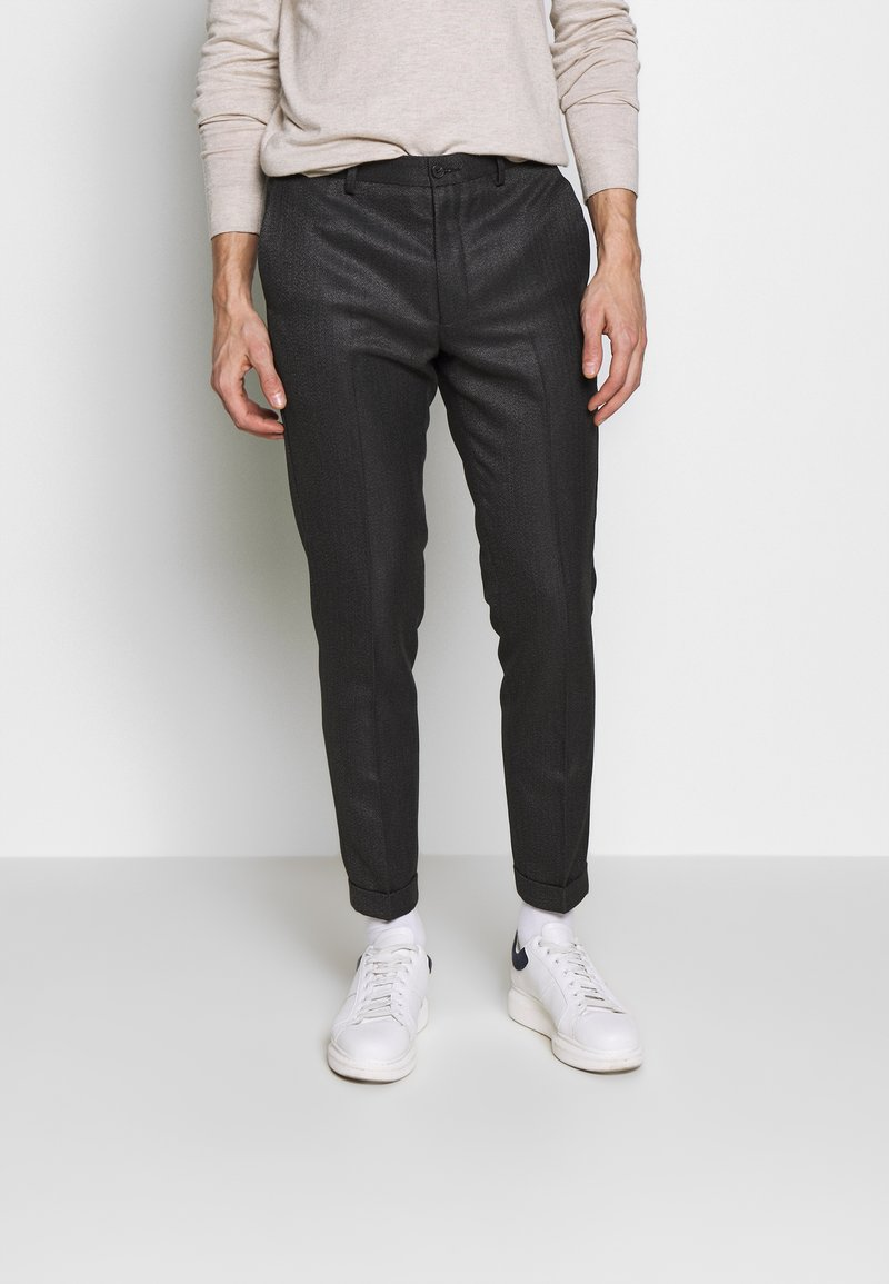 Isaac Dewhirst - HERRINGBONE TROUSER WITH TURN UP - Pantaloni - grey