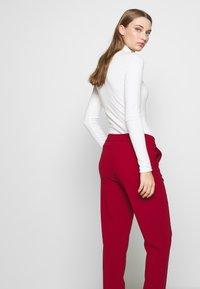 Filippa K - FIONA PEG - Kalhoty - pure red - 3