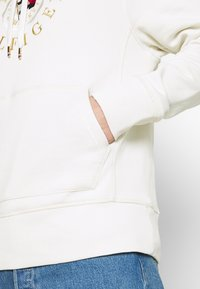 Tommy Hilfiger - ICON COIN HOODY - Sweatshirt - ivory - 3