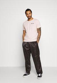 YOURTURN - T-shirt z nadrukiem - pink - 1