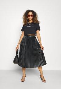 Juicy Couture - CROWN - T-shirt print - black - 4