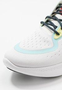 Nike Performance - JOYRIDE DUAL RUN - Zapatillas de running neutras - summit white/glacier ice/sapphire - 5