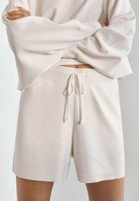 Massimo Dutti - Shorts - beige - 0