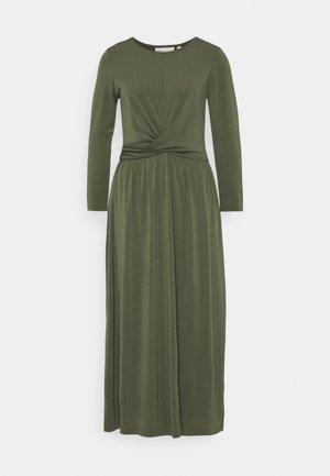 VARUNIW - Žerzejové šaty - beetle green