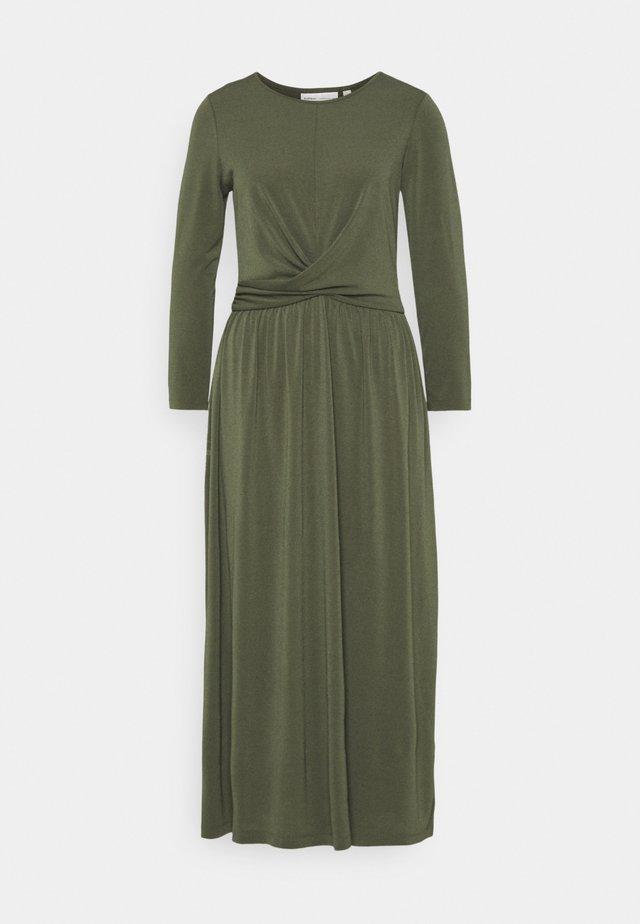 VARUNIW - Sukienka z dżerseju - beetle green