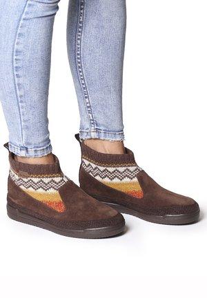 GIGI-AF - Ankle boots - marro