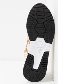 ASICS SportStyle - LYTE CLASSIC - Zapatillas - birch/pure gold - 6