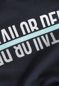 TOM TAILOR DENIM - T-shirt z nadrukiem - sky captain blue - 6