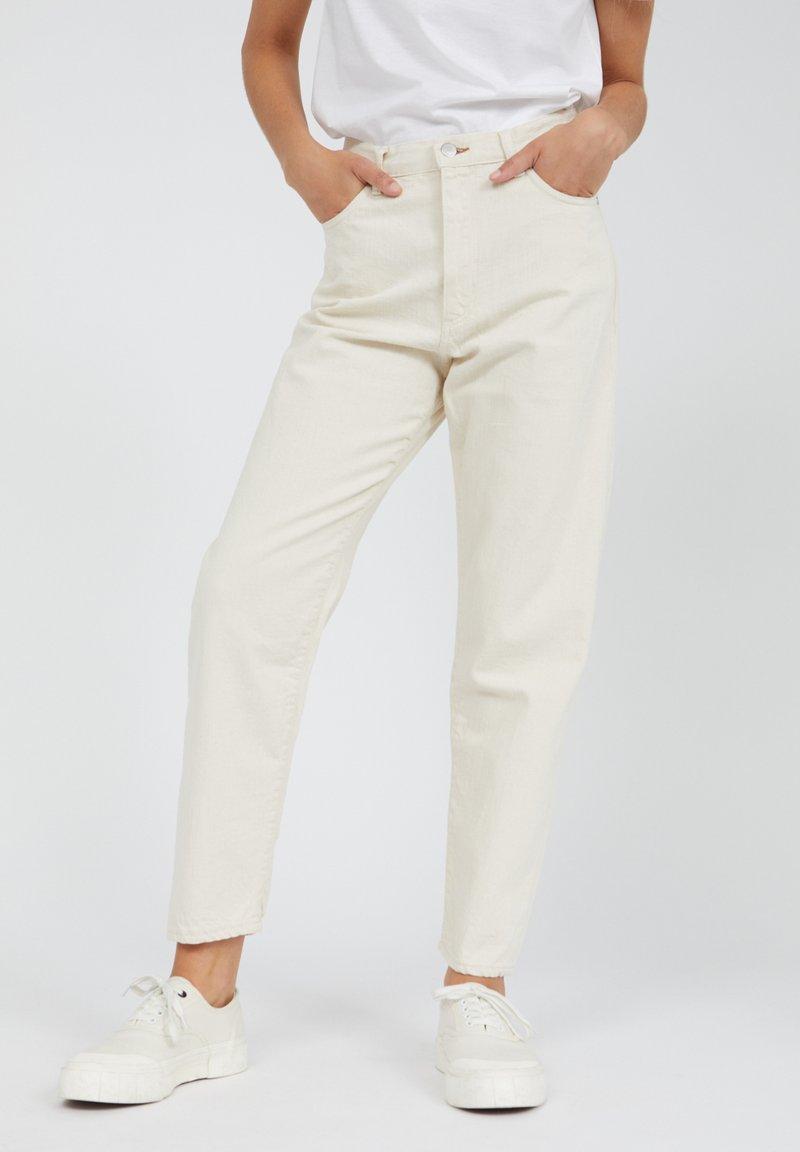 ARMEDANGELS - MAIRAA - JEANS SLIM FIT - Slim fit jeans - undyed