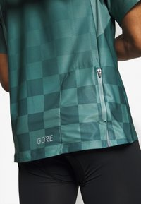Gore Wear - GORE® C3 CHESS ZIP TRIKOT - Print T-shirt - nordic blue - 5