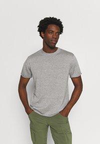 Icebreaker - FLAXEN CREWE - T-shirt imprimé - slate - 0