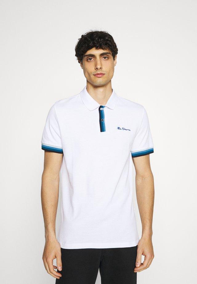 PLACKET INTEREST - Poloskjorter - white