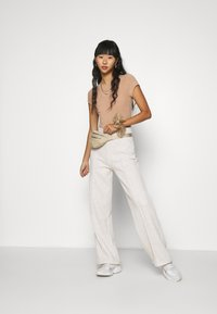 Nly by Nelly - STRAIGHT COZY PANTS - Trainingsbroek - beige mélange - 1
