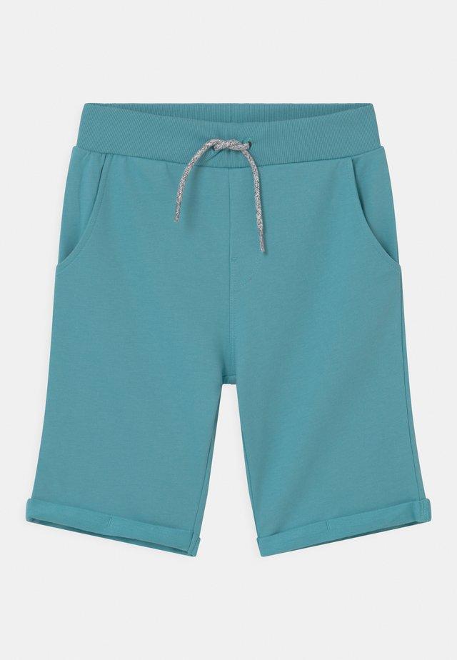 NKMVERMO - Shorts - aqua