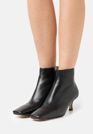 SQUARE TOE - Kotníková obuv - black