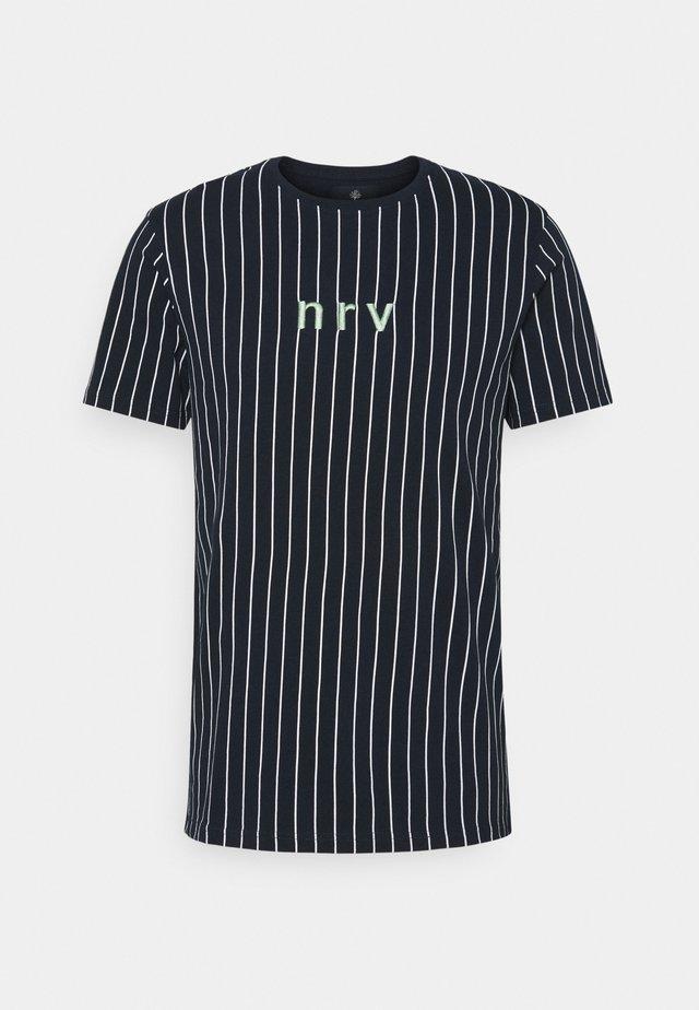 SAMIR STRIPE TEE - T-shirt z nadrukiem - navy