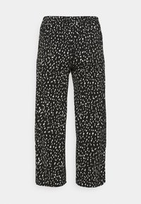 CAPSULE by Simply Be - CREPE WIDE LEG TROUSERS PRINTED - Trousers - mono - 1